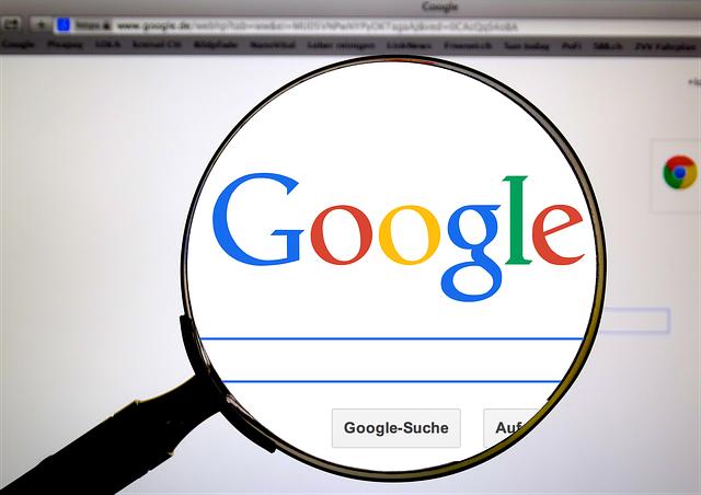 Comment s'appelle le processus qu'utilisent les moteurs de recherche pour extraire et évaluer les mots des pages web afin de pouvoir répondre aux requêtes des internautes ?
