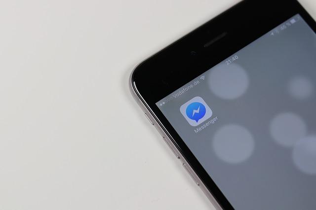 En vacances en argentine, Luc reçoit ce message de son opérateur mobile l'informant d'une facturation hors forfait. quel paramètre a-t-il oublié de désactiver sur son smartphone ?