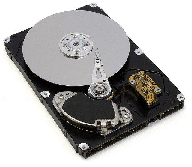 Quel composant d'un ordinateur a pour rôle de stocker les données ?
