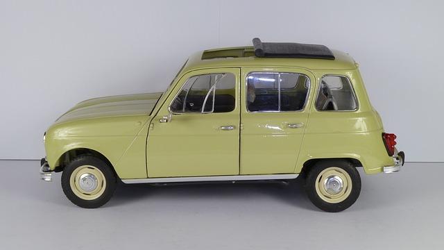 En 1961, Renault lançait sa première voiture à traction avant. Quel est ce modèle moderne et iconique qui a conquis le cœur des français ?
